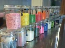 Kolorowy cukierki w szklanej butelce Obraz Royalty Free