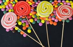 kolorowy cukierku cukierki Menchii, koloru żółtego i zieleni cukierki, Fotografia Royalty Free