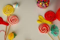 kolorowy cukierku cukierki Menchii, koloru żółtego i zieleni cukierki, Obrazy Royalty Free