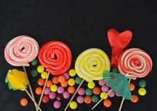 kolorowy cukierku cukierki Menchii, koloru żółtego i zieleni cukierki, Fotografia Stock