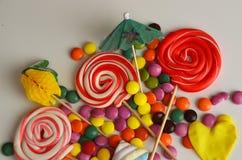 kolorowy cukierku cukierki Menchii, koloru żółtego i zieleni cukierki, Zdjęcie Stock