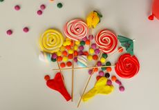 kolorowy cukierku cukierki Menchii, koloru żółtego i zieleni cukierki, Zdjęcia Royalty Free