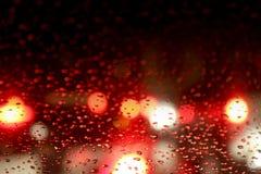 Kolorowy Czerwony błyskotliwość rocznik zaświeca bokeh nocy tło, Defocused bokeh kropki błyskotliwości światło na Dżdżystym nocy  fotografia royalty free