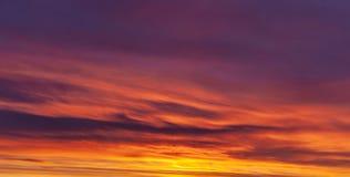 Kolorowy Czerwony nieba tło zdjęcia royalty free