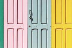 kolorowy drzwiowy drewniany Zdjęcia Stock