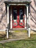 Kolorowy drzwiowy ustawiający w starym drewnianym domu fotografia royalty free