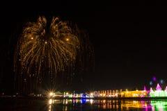 Kolorowy fajerwerku festiwal na morza świetle przy Phetchaburi prowincją & soli zdjęcia royalty free