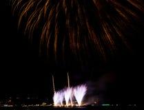 Kolorowy firewok przy Internationa fajerwerku festiwalem w Pattay zdjęcie stock
