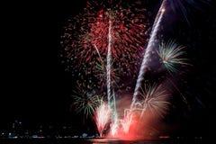 Kolorowy firewok przy Internationa fajerwerku festiwalem w Pattay zdjęcia royalty free