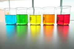 Kolorowy fluid w szklanym artykuły zdjęcia stock