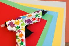 Kolorowy Gorący kleidło pistolet, papier i Obraz Stock