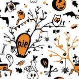 Kolorowy Halloweenowy bezszwowy wektoru wzór z sowami, duchami, nietoperzami, pająkami, czaszkami i drzewami, royalty ilustracja