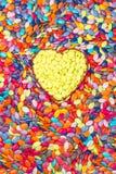 Kolorowy i żółty serca tło Sympatia cukierek czerwona róża obraz royalty free