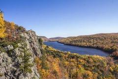 Kolorowy jeziorny widok Zdjęcia Stock