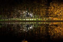 Kolorowy jezioro przy nocą Obrazy Stock