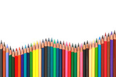 Kolorowy koloru ołówek układał w przekątny linii na białym tle Zdjęcie Royalty Free