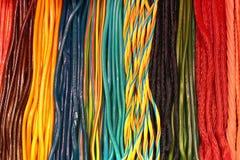 Kolorowy kręcony lukrecjowy cukierku tło Fotografia Royalty Free