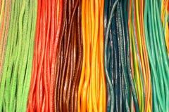 Kolorowy kręcony lukrecjowy cukierku tło Zdjęcie Stock