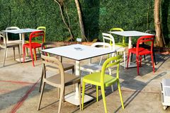 Kolorowy krzesło i ogród Zdjęcia Stock