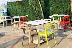 Kolorowy krzesło i ogród Fotografia Royalty Free