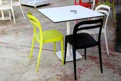 Kolorowy krzesło i ogród Fotografia Stock