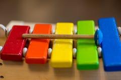 Kolorowy ksylofon dla dzieciaków indoors przy preschool obraz royalty free