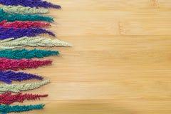 Kolorowy kwiat na drewnianych tło Zdjęcie Stock