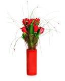 Kolorowy kwiatu bukiet od czerwonych róż w czerwonej wazie odizolowywającej Fotografia Stock