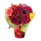Kolorowy kwiatu bukiet w czerwonej wazie odizolowywającej na białym tle Fotografia Stock