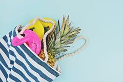 Kolorowy lato ustawiający dla basenu lub plaży mieszkania nieatutowego zdjęcia stock