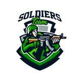 Kolorowy logo, odznaka, emblemat żołnierz strzelanina od submachine pistoletu Żołnierz w mundurze, hełm, maszynowy pistolet Obraz Stock