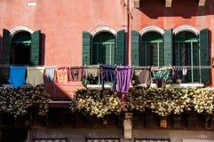 Kolorowy loundry w Wenecja, Włochy fotografia stock