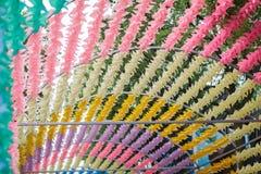 Kolorowy Meandruje up zabawkarskiego lato sezon wietrznego Dekoracja w parku zdjęcie stock