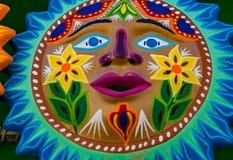 Kolorowy Meksyka?ski Ceramiczny s?o?ce twarzy r?kodzie?o Oaxaca Juarez Meksyk zdjęcie royalty free