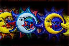 Kolorowy Meksyka?ski Ceramiczny s?o?ce twarzy r?kodzie?o Oaxaca Juarez Meksyk obrazy stock