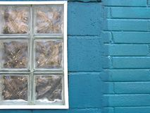 Kolorowy miasto - Turkusowy okno Zdjęcia Royalty Free