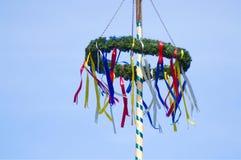 Kolorowy niemiecki maypole w wiośnie fotografia royalty free