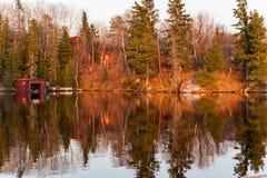 Kolorowy odbija na jeziorze obrazy stock