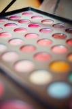 Kolorowy oko ocienia paletę Blured Makeup tło Zdjęcia Stock