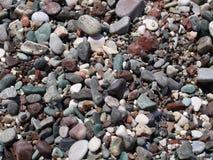 Kolorowy otoczak na dennej plaży Obrazy Royalty Free