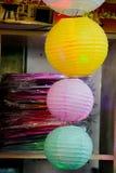 Kolorowy papierowy lampion plenerowy w rynku Obrazy Stock