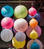 Kolorowy papierowy lampion plenerowy w rynku Fotografia Royalty Free