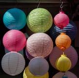 Kolorowy papierowy lampion plenerowy w rynku Zdjęcia Stock