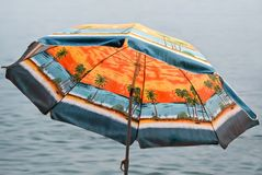 Kolorowy parasol morzem Obrazy Stock
