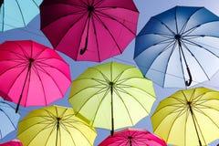 Kolorowy parasol na niebie Zdjęcie Stock