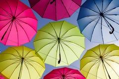 Kolorowy parasol na niebie Obrazy Stock