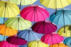 Kolorowy parasol na niebie Zdjęcia Royalty Free