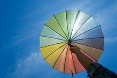 Kolorowy parasol na niebieskim niebie Obraz Royalty Free