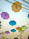 Kolorowy parasol w niebie Zdjęcia Stock