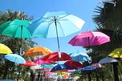 Kolorowy parasolowy tło, plenerowy fotografia royalty free